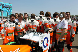 Sahara Force India F1 Team mechanics on the grid