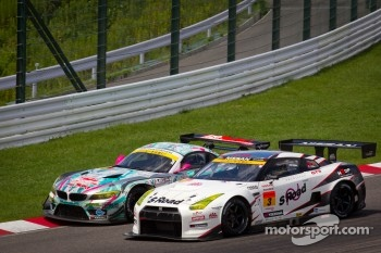 GT300 start: #0 GSR&Studie with Team Ukyo BMW Z4 GT3: Nobuteru Taniguchi, Tatsuya Kataoka and #3 NDDP Racing Nissan GT-R Nismo GT3: Yuhi Sekiguchi, Katsumasa Chiyo, Daiki Sasaki
