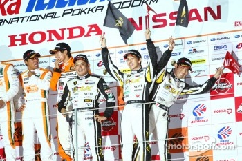 GT300 podium: third place Manabu Orido, Takayuki Aoki and Keita Sawa