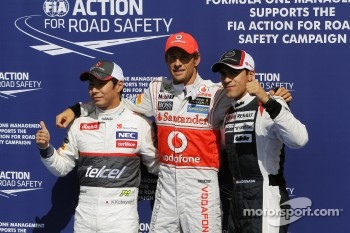 Qualifying parc ferme, Kamui Kobayashi, Sauber, second; Jenson Button, McLaren, pole position; Pastor Maldonado, Williams, third