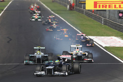 Bruno Senna, Williams leads Nico Rosberg, Mercedes AMG F1 and Sergio Perez, Sauber