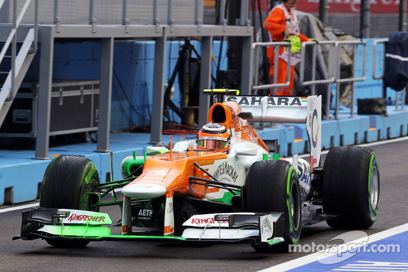 Nico Hulkenberg, Sahara Force India F1 running flow-vis paint on the front wing