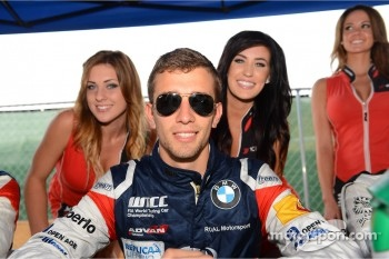 Autograph session, Alberto Cerqui, BMW 320 TC, ROAL Motorsport