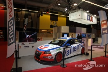 Stand Eurosport with Vaillante WTCC