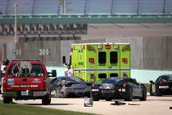 Heavy crash for #00 Ferrari of Houston 458TP: Owen Kratz, driver coach Anthony Lazzaro, cars try to avoid debris and service vehicles