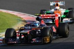Jean-Eric Vergne, Scuderia Toro Rosso leads Paul di Resta, Sahara Force India