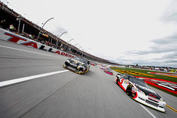Pace lap: Kasey Kahne, Hendrick Motorsports Chevrolet and Ryan Newman, Stewart-Haas Racing Chevrolet lead the field