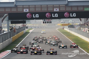 Start: Mark Webber, Red Bull Racing leads