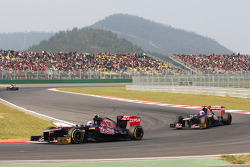 Jean-Eric Vergne, Scuderia Toro Rosso leads team mate Daniel Ricciardo, Scuderia Toro Rosso