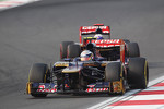 Jean-Eric Vergne, Scuderia Toro Rosso leads team mate Daniel Ricciardo, Scuderia Toro Rosso