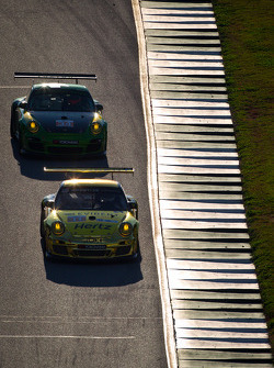 #11 JDX Racing Porsche 911 GT3 Cup: Chris Cumming, Michael Valiante, #34 Green Hornet Racing Porsche 911 GT3 Cup: Peter LeSaffre, Damien Faulkner, Brian Wong