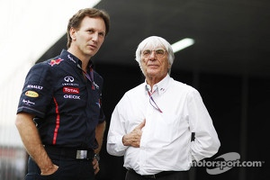 Ecclestone doing the famous Napoleon gesture sided by Christian Horner, RBR Team Principal.