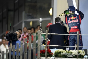 Sebastian Vettel, Red Bull Racing and David Coulthard (GBR)