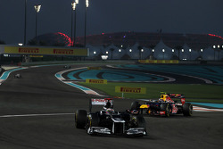 Pastor Maldonado, Williams leads Mark Webber, Red Bull Racing