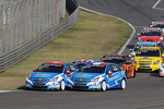 Start of the race, Alain Menu, Chevrolet Cruze 1.6T, Chevrolet and Yvan Muller, Chevrolet Cruze 1.6T, Chevrolet