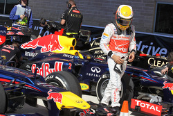 Lewis Hamilton, McLaren Mercedes looking at the car of Sebastian Vettel, Red Bull Racing