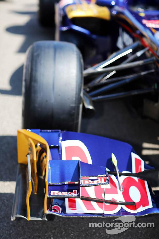 Scuderia Toro Rosso STR7 front wing detail