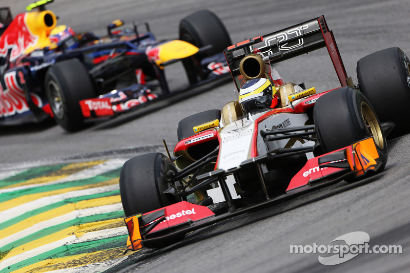 Pedro De La Rosa, HRT Formula 1 Team leads Mark Webber, Red Bull Racing