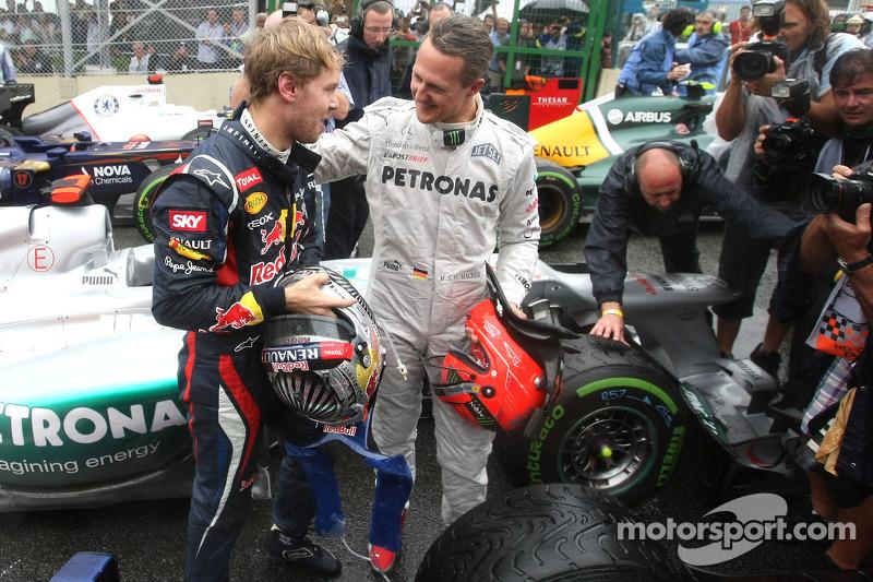 Sebastian Vettel, Red Bull Racing, und Michael Schumacher, Mercedes GP