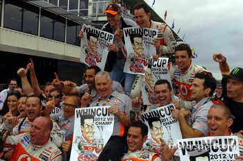 Jamie Whincup, Team Vodafone celebrates the 2012 championship