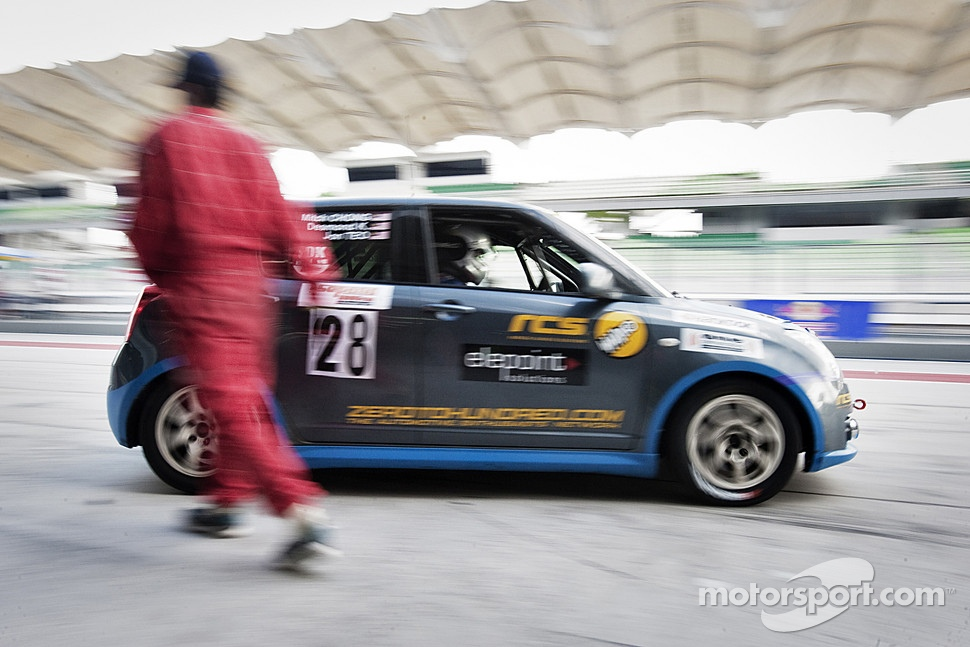 #28 Suzuki Swift