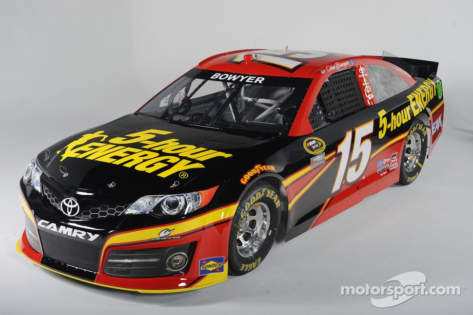 The #15 Toyota Camry of Clint Bowyer