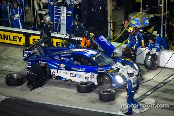 Pit stop for #6 Michael Shank Racing Ford Riley: Michael Valiante, Gustavo Yacaman, Chris Cumming, Jorge Goncalves