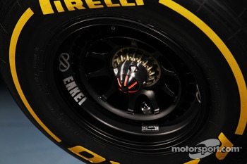 McLaren MP4-28 wheel nut detail