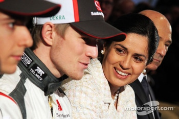 Monisha Kaltenborn, Sauber Team Principal with Nico Hulkenberg, Sauber, Esteban Gutierrez, Sauber C32, and Peter Sauber, Sauber President of the Board of Directors (Right)