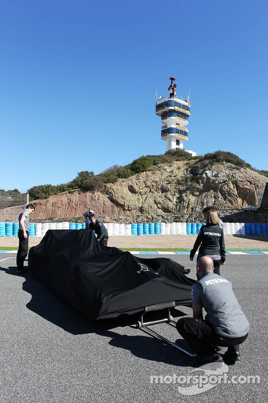 Mercedes AMG F1 W04 is prepared for its unveiling