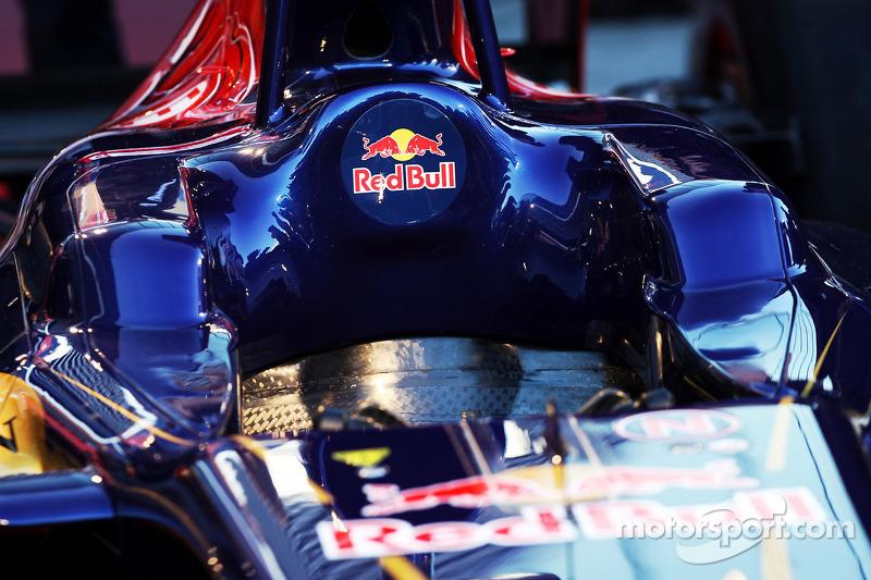 Scuderia Toro Rosso STR8 cockpit