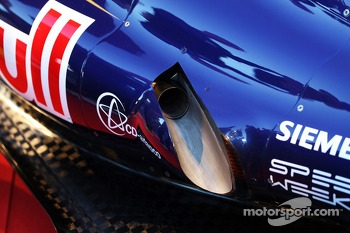 Scuderia Toro Rosso STR8 exhaust