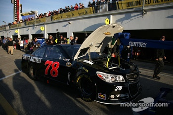 Kurt Busch, Furniture Row Racing Chevrolet involved in a crash