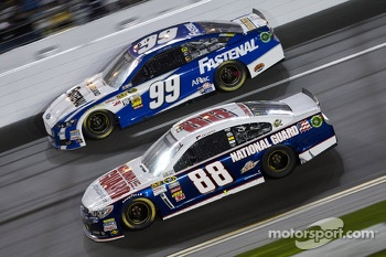 Dale Earnhardt Jr., Hendrick Motorsports Chevrolet and Carl Edwards, Roush Fenway Racing Ford