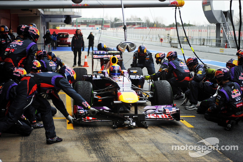 Mark Webber, Red Bull Racing RB9 practices pit stops