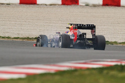 Mark Webber, Red Bull Racing RB9 locks up under braking