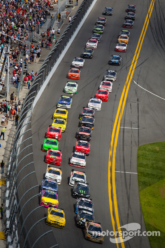Start: Trevor Bayne and Sam Hornish Jr. lead the field