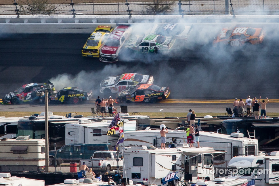 Lap 115 crash: Austin Dillon, Michael Annett, Kasey Kahne, Danny Efland, Johanna Long, Hal Martin, Mike Bliss and Jason White crash