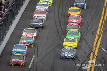 Jeff Gordon, Hendrick Motorsports Chevrolet leads the field
