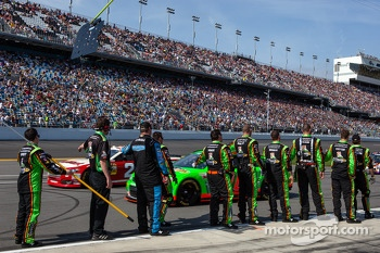 Crew members for Danica Patrick, Stewart-Haas Racing Chevrolet