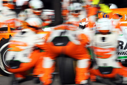 Adrian Sutil, Sahara Force India VJM06 practices a pit stop