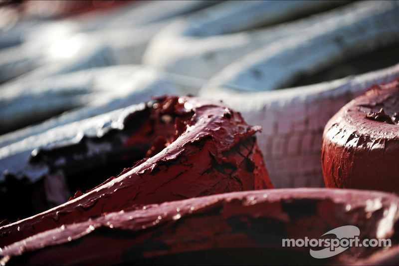 Worn paint on the tyre barriers