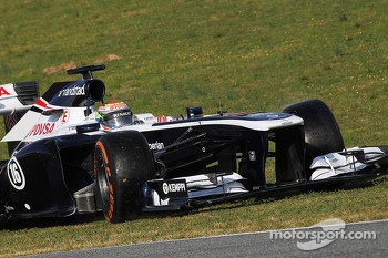 Pastor Maldonado, Williams FW35 runs off the circuit