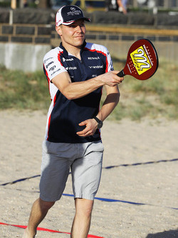 Valtteri Bottas, Williams plays beach tennis