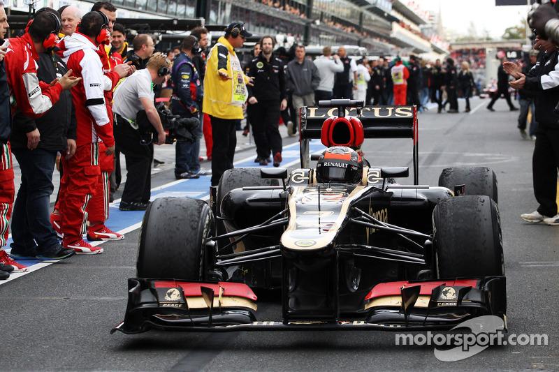 Race winner Kimi Raikkonen, Lotus F1 E21 enters parc ferme