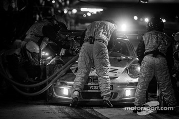 Pit stop for #11 JDX Racing Porsche 911 GT3 Cup: Mike Hedlund, Jan Heylen, Jon Fogarty