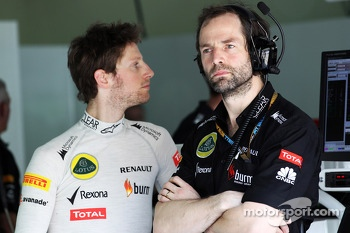 Romain Grosjean, Lotus F1 Team with Ciaron Pilbeam, Lotus F1 Team Chief Race Engineer