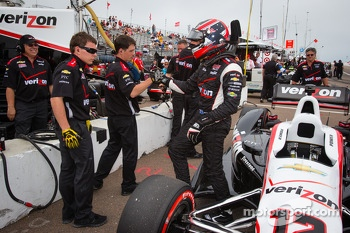 Pole winner Will Power, Team Penske Chevrolet celebrates