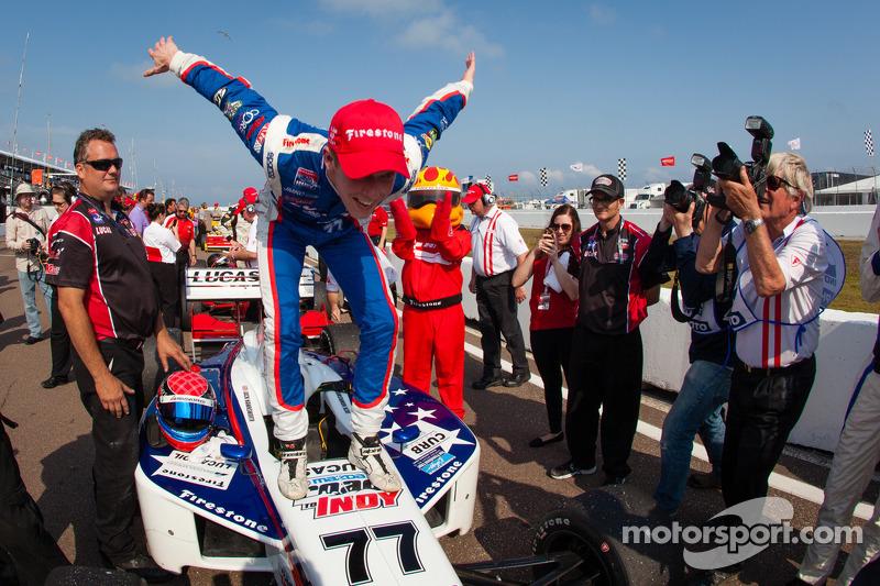 Race winner Jack Hawksworth, Schmidt Peterson Motorsports celebrates