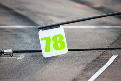 Pit board for Simona de Silvestro, KV Racing Technology Chevrolet